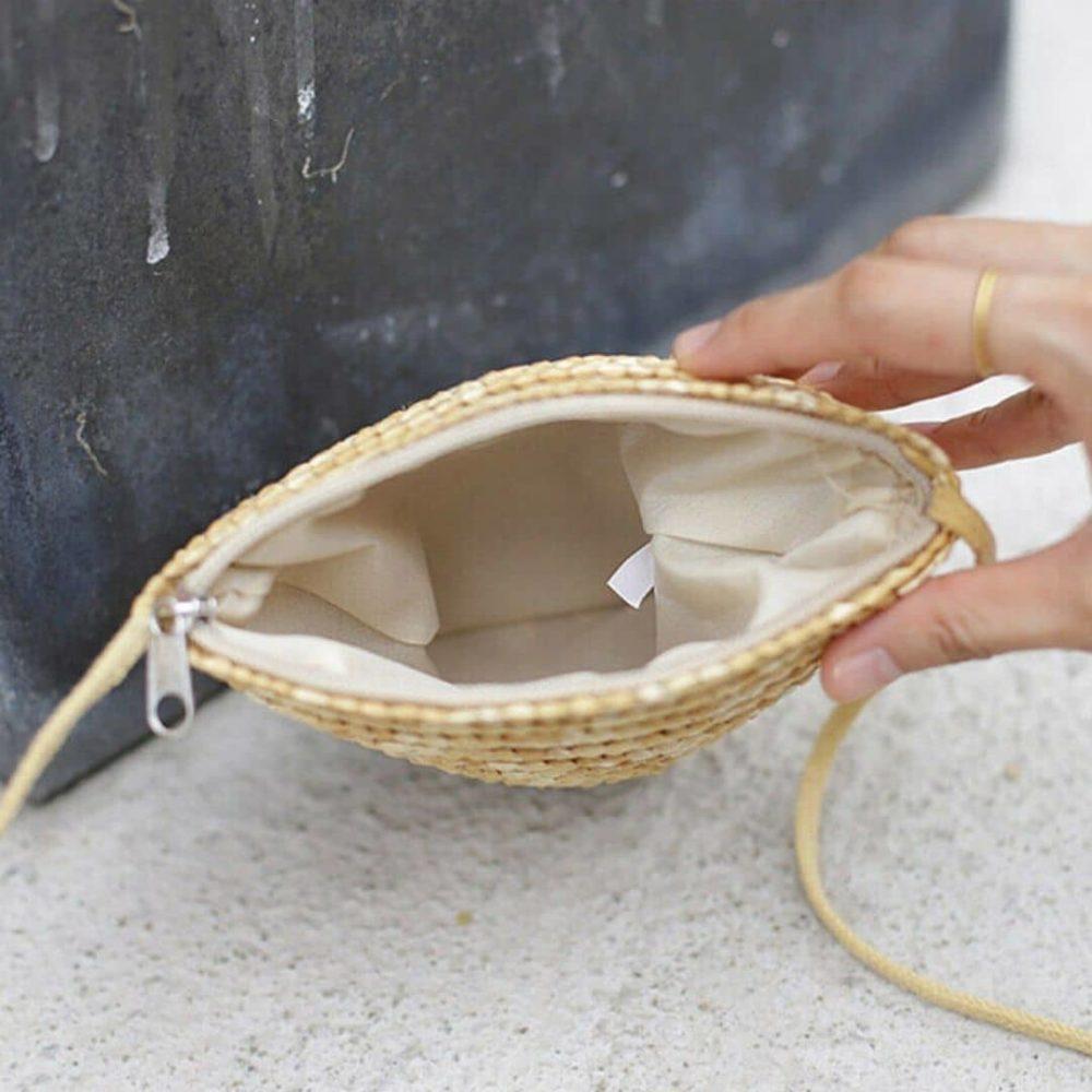 Petit sac de plage en paille à bandoulière détail intérieur