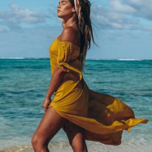 Robe de plage à épaules dénudées jaune