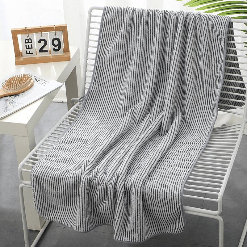 Serviette de plage en fibre de bambou gris rayé